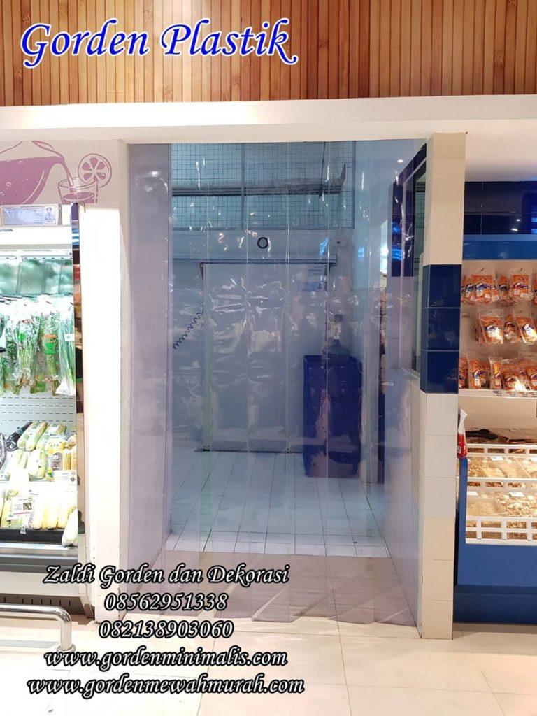 contoh pemasangan gorden plastik pvc di supermarket minimarket