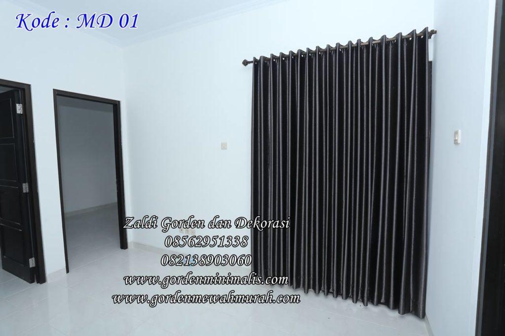 model gorden smokering memakai bahan blackout