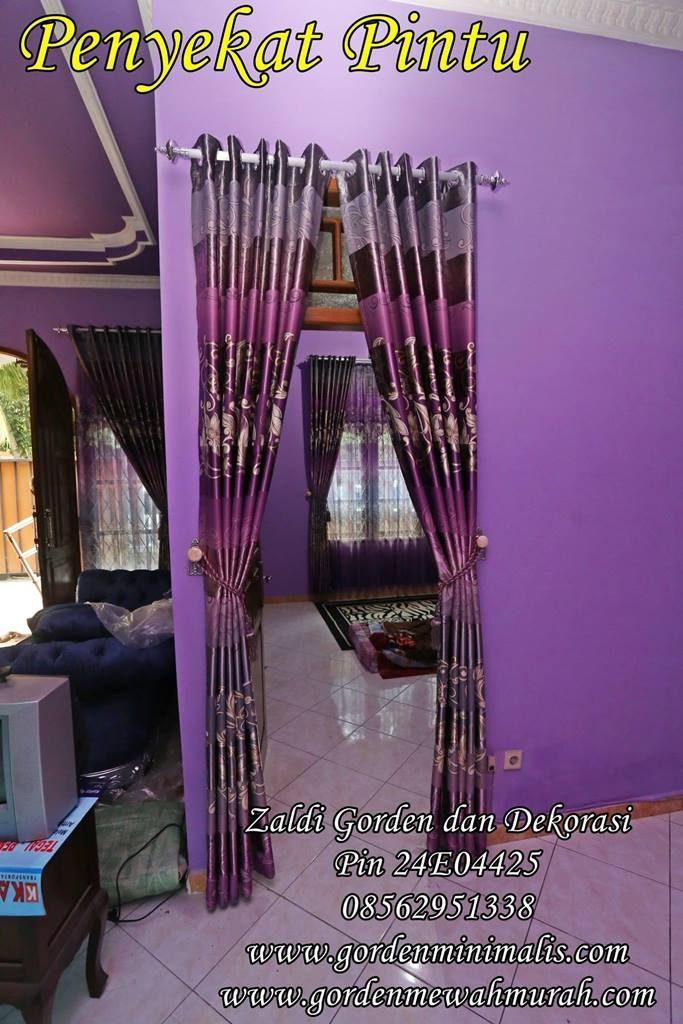 Tirai gorden pembatas pintu dengan ruang tamu